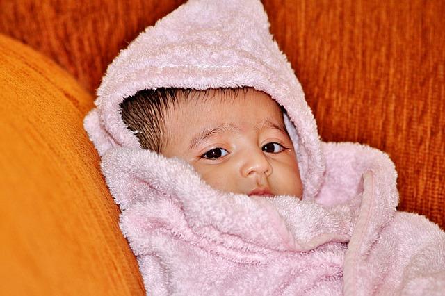 Zaparcia u niemowlaka – jak sobie z nimi radzić?