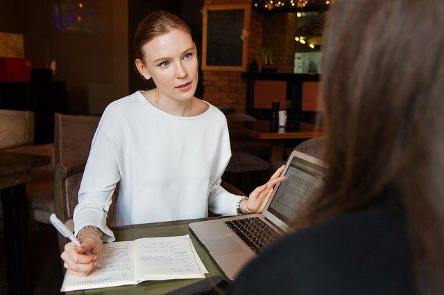 Jak wybrać najlepszą agencję hostess?