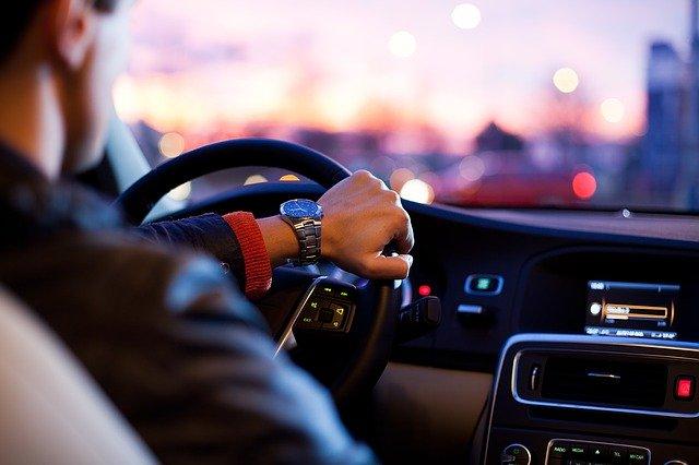 Chlapacze samochodowe – rodzaje i montaż