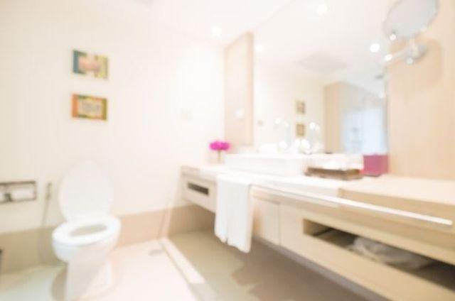 Bezpieczna łazienka – na co koniecznie trzeba zwrócić uwagę?
